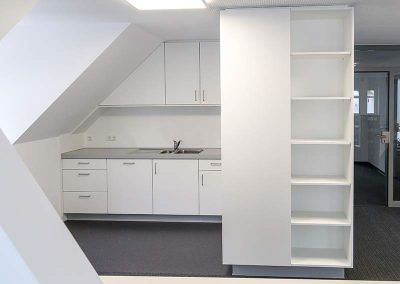 Küche, Türen, Bad für ein Büro